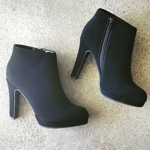 Soda Shoes Violin Black Platform Ankle Heel Bootie
